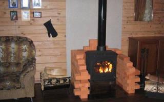 Печка с камином в деревянном доме