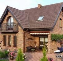 Дом из белого кирпича с коричневым фото