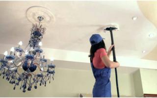 Чем помыть потолок покрашенный водоэмульсионной краской?