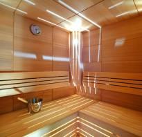 Интерьер парилки в деревянной бане фото