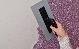 Как наносят жидкие обои на стену?