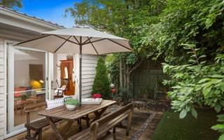 Дизайн деревенского двора частного дома фото