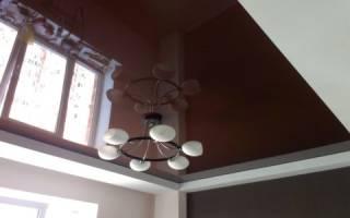 Натяжной потолок коричневый глянец фото
